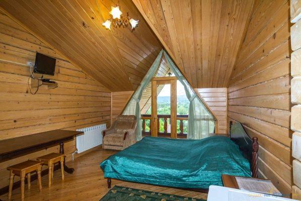 Любава: двухместный номер с двуспальной кроватью