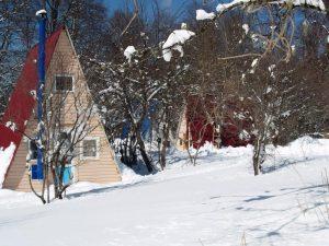 Нежная Полянка: Семиместные альпийские домики с удобствами