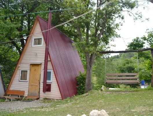 Нежная Полянка: Шестиместные альпийские домики с удобствами