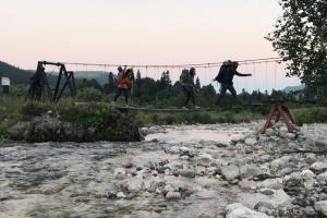 Подвесной мост у приюта Фишт