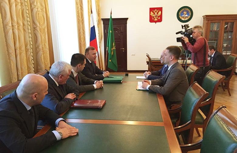 Глава Ростуризма Олег Сафонов и Мурат Кумпилов обсудили вопросы реализации «Ворот Лагонаки»